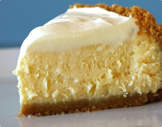 Lemon_cheesecake_slice